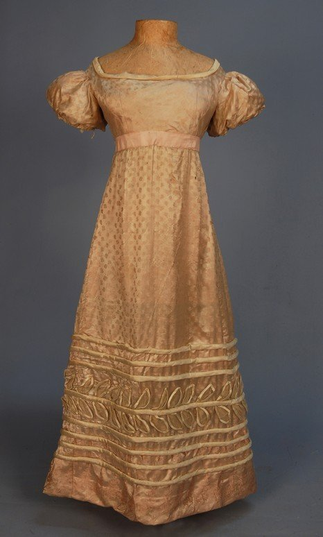 299: YOUNG LADY'S FIGURED SILK SATIN GOWN, 1820's. Pale