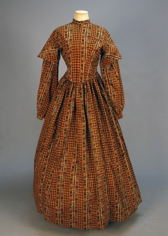 300: PRINTED WOOL DAY DRESS 1850's. 1-piece patterned w
