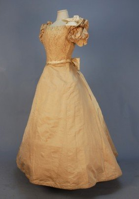305: LONDON MAKER SILK and LACE EVENING GOWN, LATE 1860
