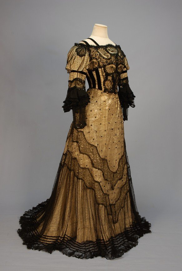 319: TRAINED BLACK LACE EVENING GOWN with SEQUINS, c. 1