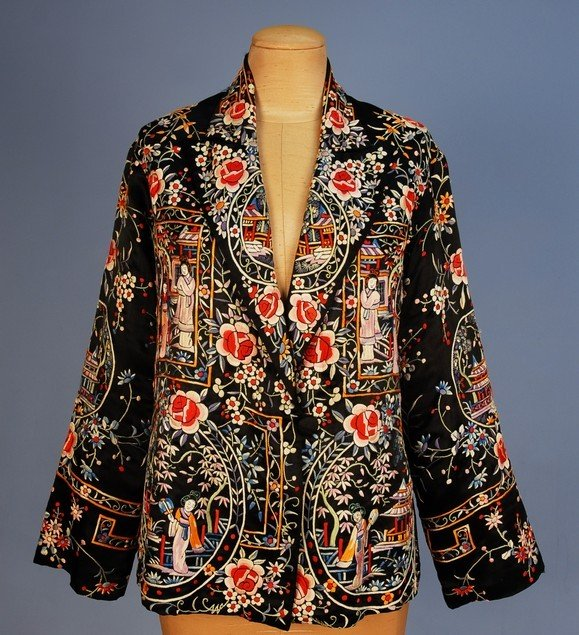 535: CHINESE EXPORT EMBROIDERED SILK JACKET, 1920's-193