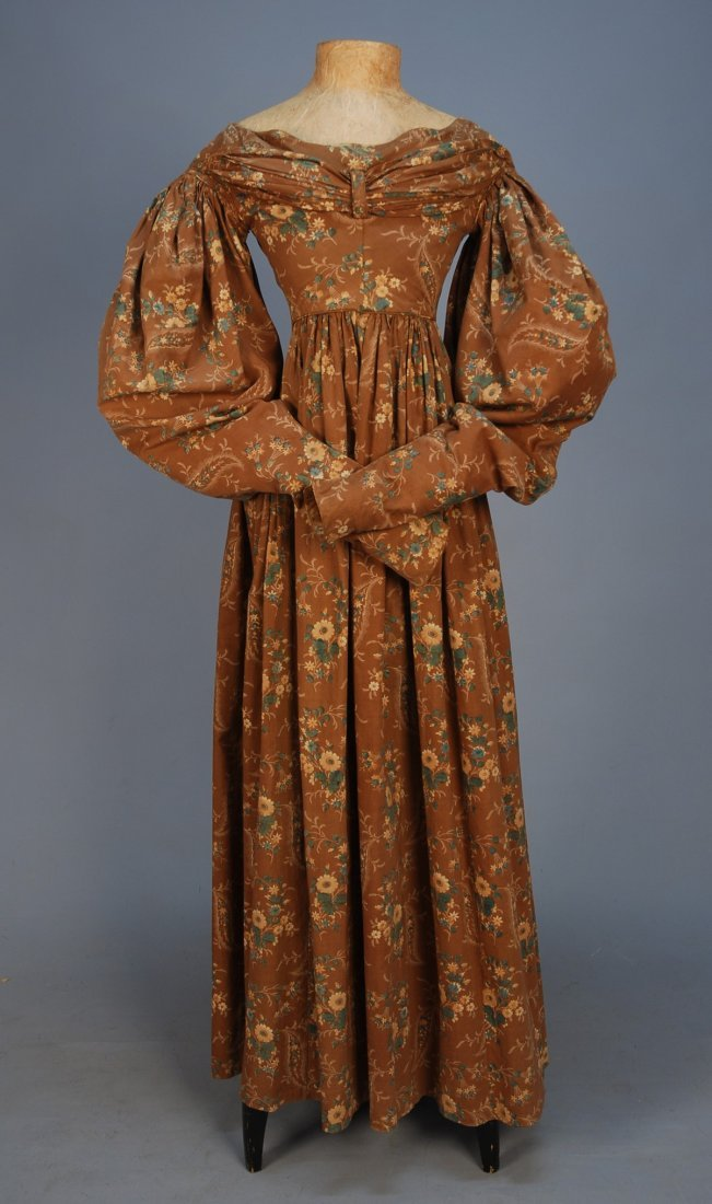 447: FLORAL PRINTED COTTON DAY DRESS, 1830's. Brown gro