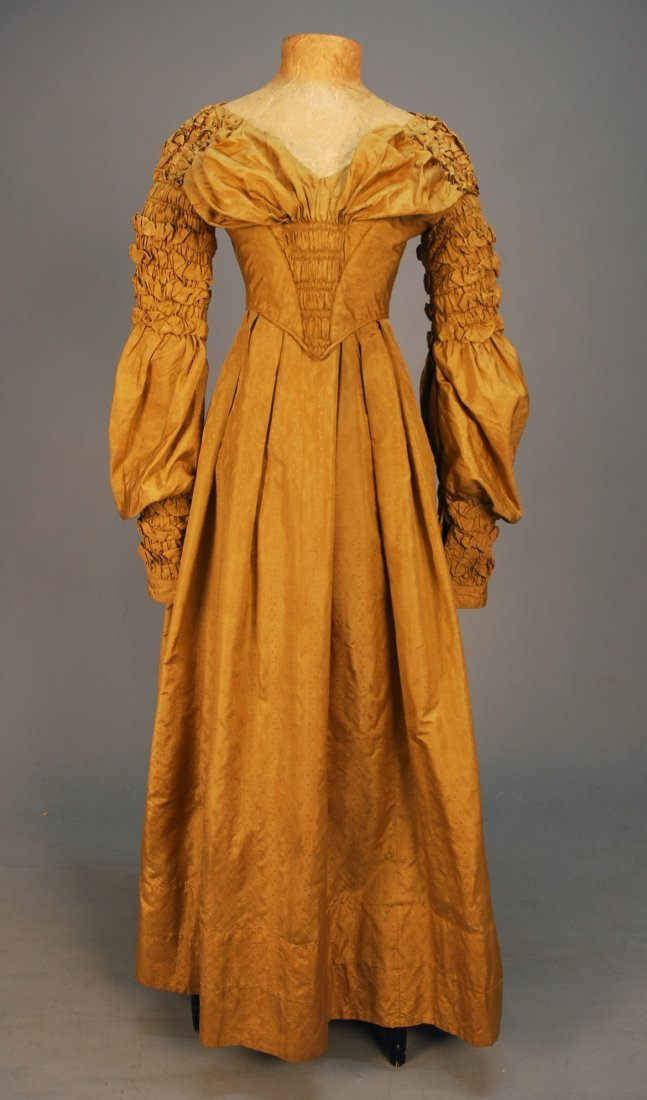 448: FIGURED SILK GOWN, c. 1840. Olive-gold with vertic