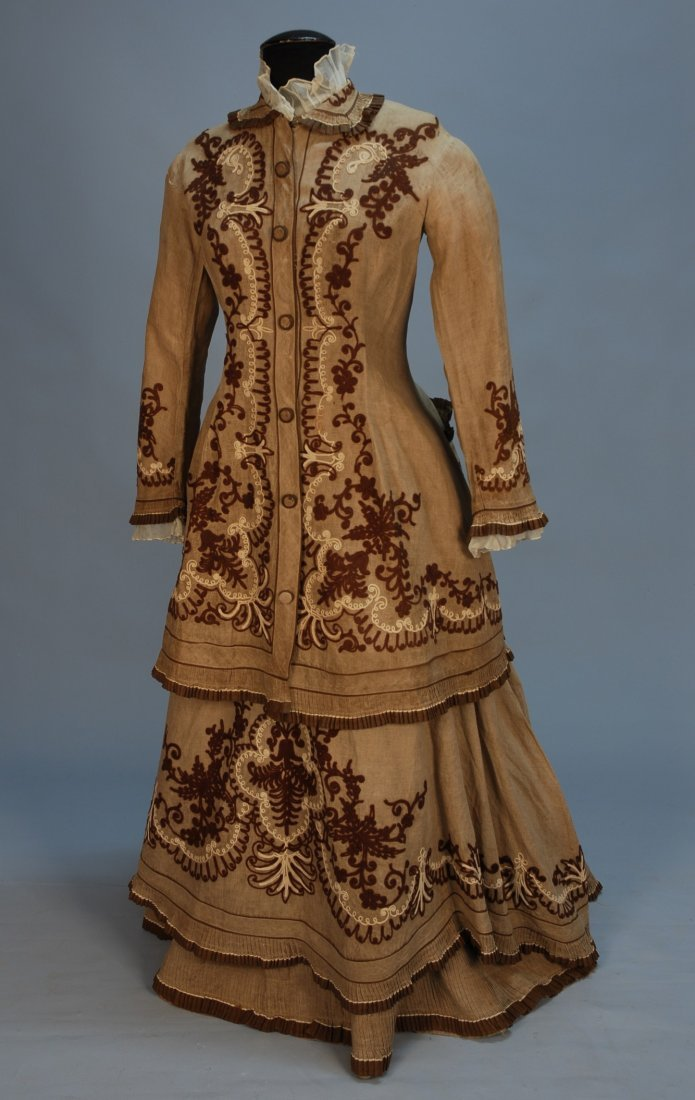 453: UNUSUAL EMBROIDERED LINEN BUSTLE DRESS, 1870's. 3-