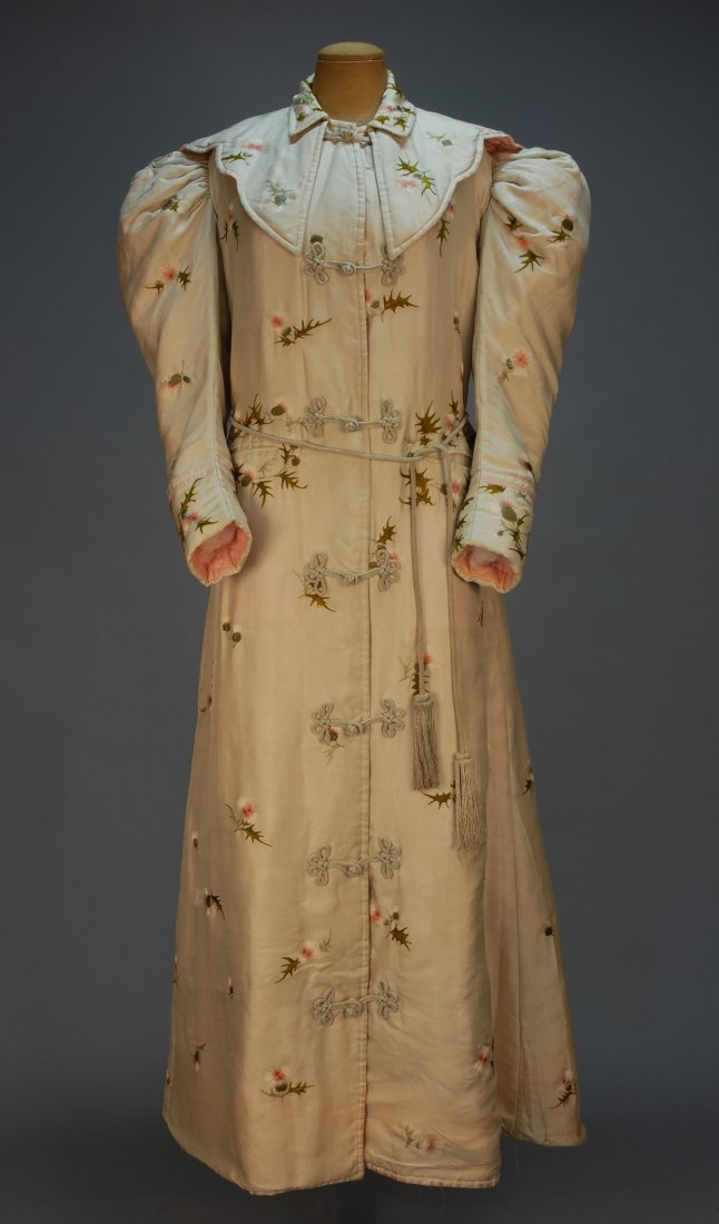 461: EMBROIDERED SILK ROBE de CHAMBRE, c. 1895. Cream s