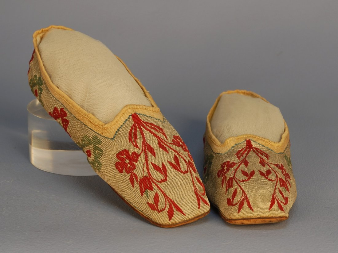 465: TAPESTRY WEAVE SLIPPERS, 1813. Heel-less straights