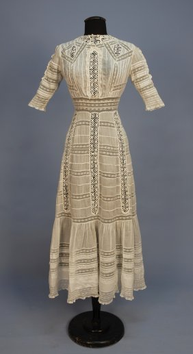 WHITE LAWN And LACE TEA GOWN, C. 1910. Back Button