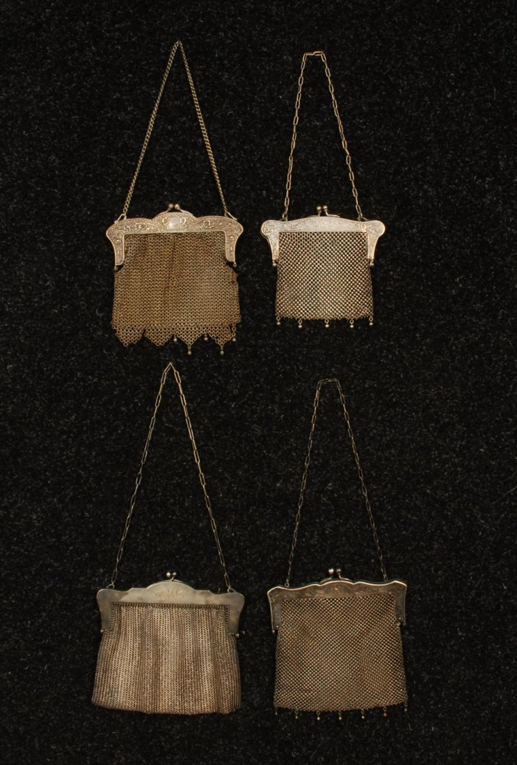 584: FOUR GERMAN SILVER MESH BAGS, EARLY 20th C. All wi