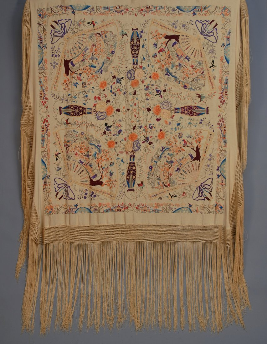 636: FIGURAL EMBROIDERED CHINESE EXPORT SHAWL, c. 1900.