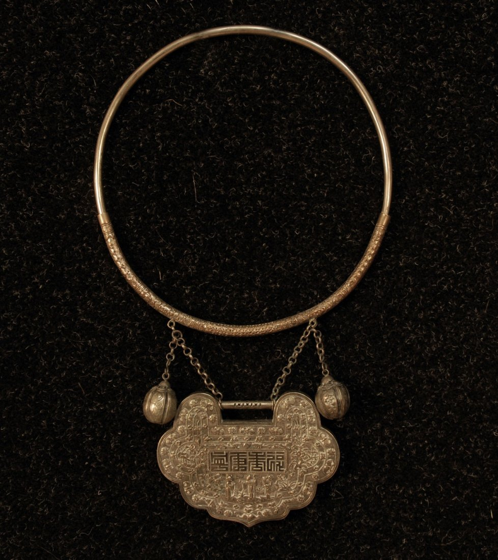 780: CHINESE SILVER WEDDING COLLAR, EARLY 20th C. Large