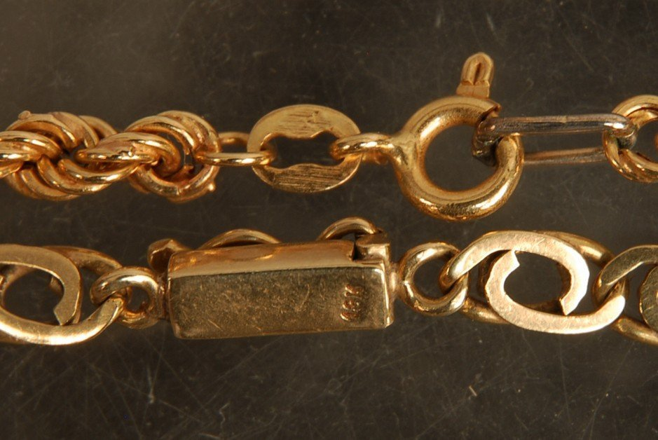 784: THREE PIECES 18K GOLD JEWELRY, 20th C. Consisting - 3