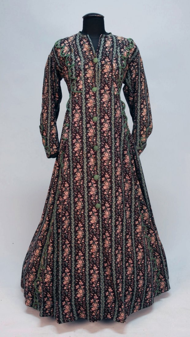 430: LADY'S FLORAL PRINTED WOOL ROBE de CHAMBRE, c. 186