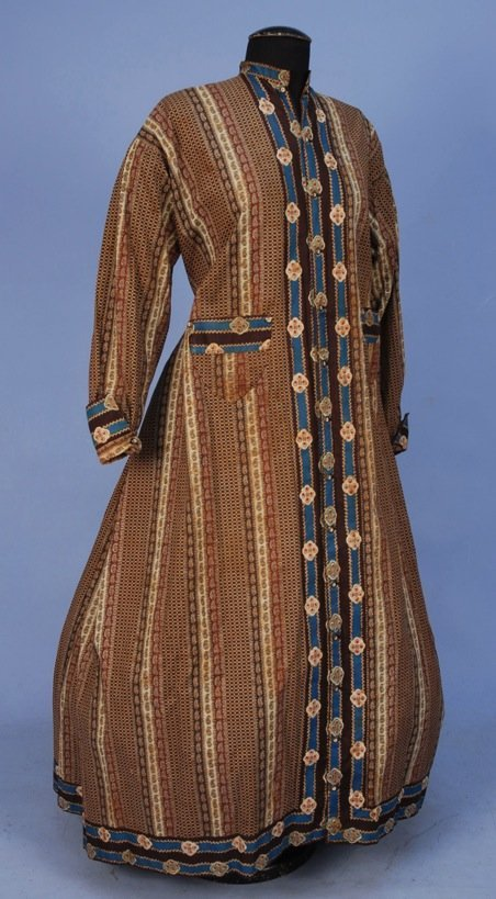 LADY'S PRINTED COTTON WRAPPER, MID 19th C.