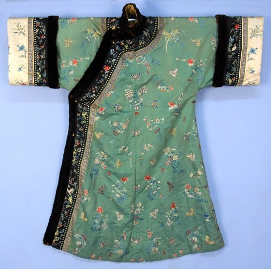 CHINESE SILK EMBROIDERED WINTER ROBE, EARLY 20th C.