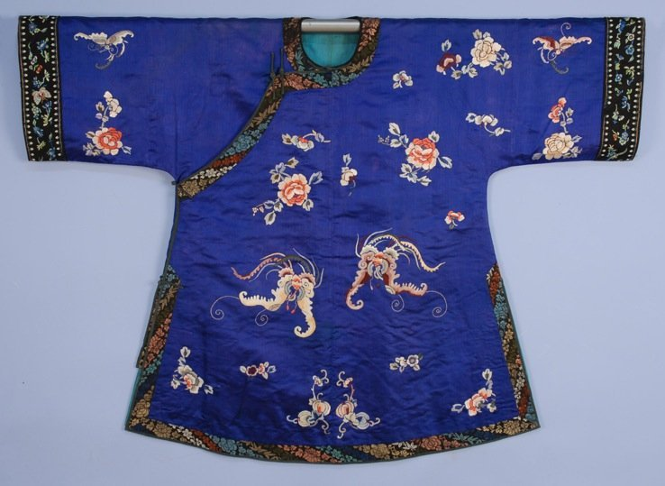 CHINESE SILK EMBROIDERED SHORT ROBE, EARLY 20th C.