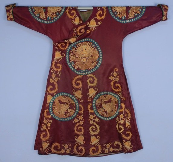 CHINESE EMBROIDERED INFORMAL ROBE, EARLY 20th C.