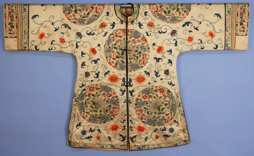 CHINESE SILK EMBROIDERED LADY'S SURCOAT, EARLY 20th C.