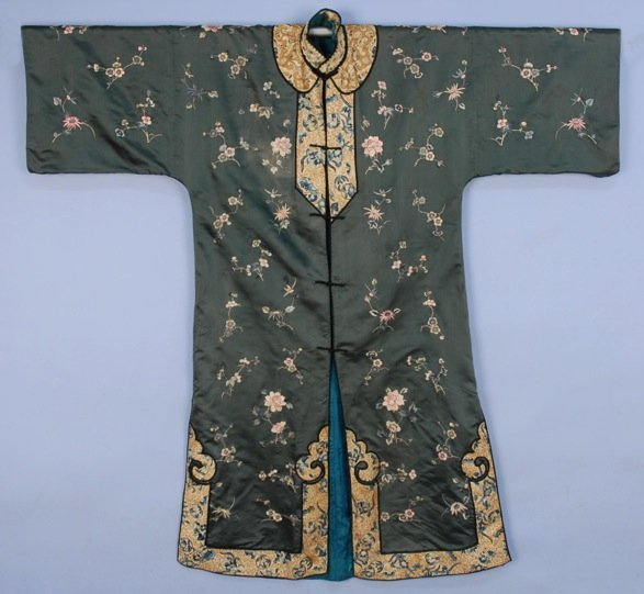 CHINESE EMBROIDERED ROBE, 20th C.