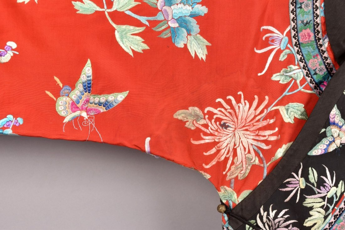CHINESE SILK EMBROIDERED ROBE, MID 20th C - 2