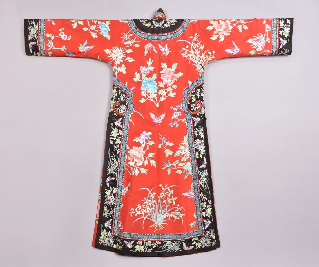 CHINESE SILK EMBROIDERED ROBE, MID 20th C - 3