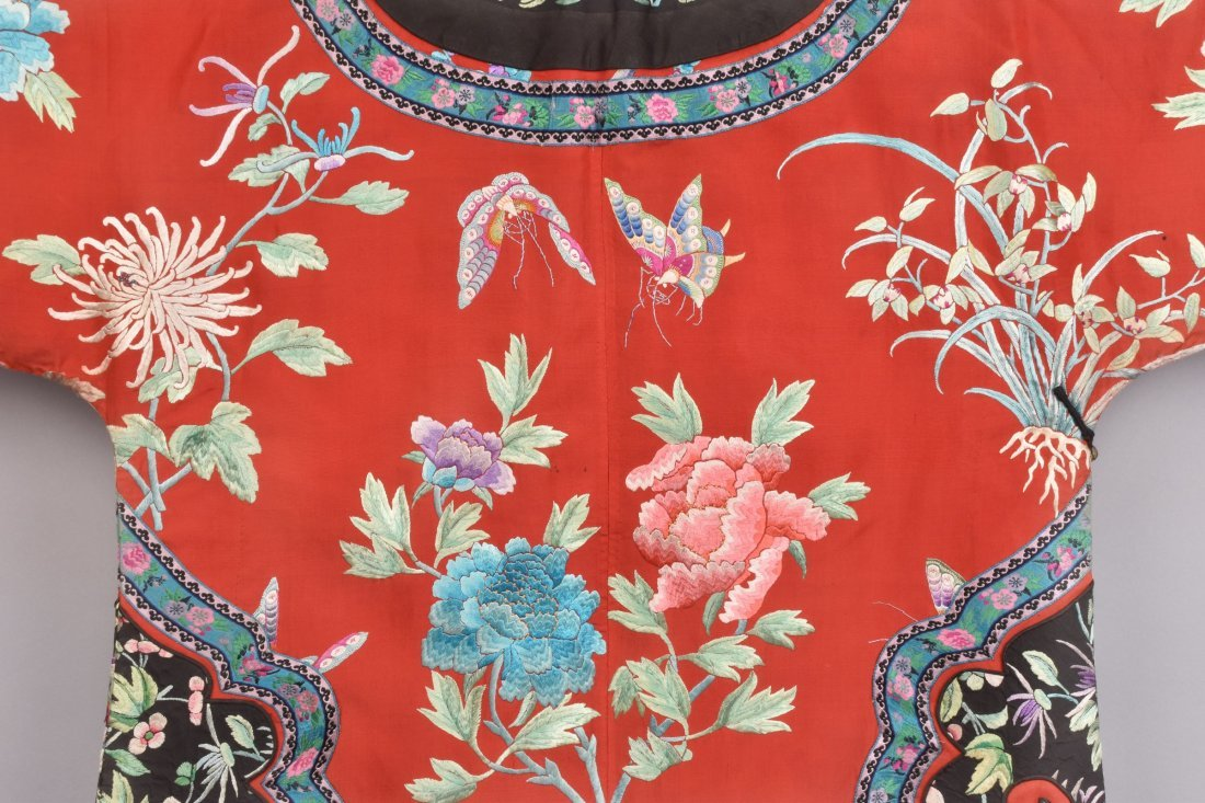 CHINESE SILK EMBROIDERED ROBE, MID 20th C - 4