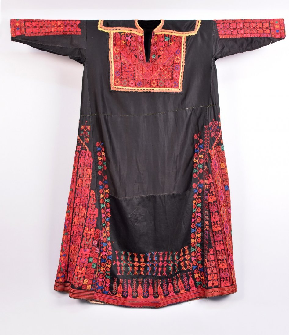 PALESTINIAN EMBROIDERED CAFTAN, MID 20th C.