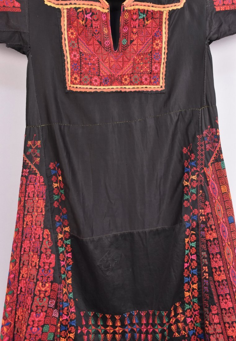 PALESTINIAN EMBROIDERED CAFTAN, MID 20th C. - 2