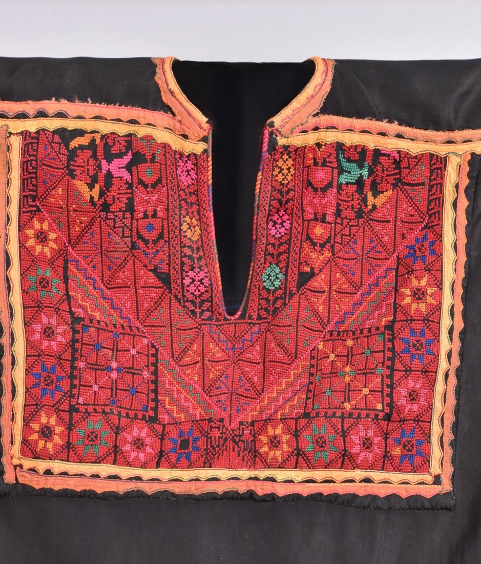 PALESTINIAN EMBROIDERED CAFTAN, MID 20th C. - 3