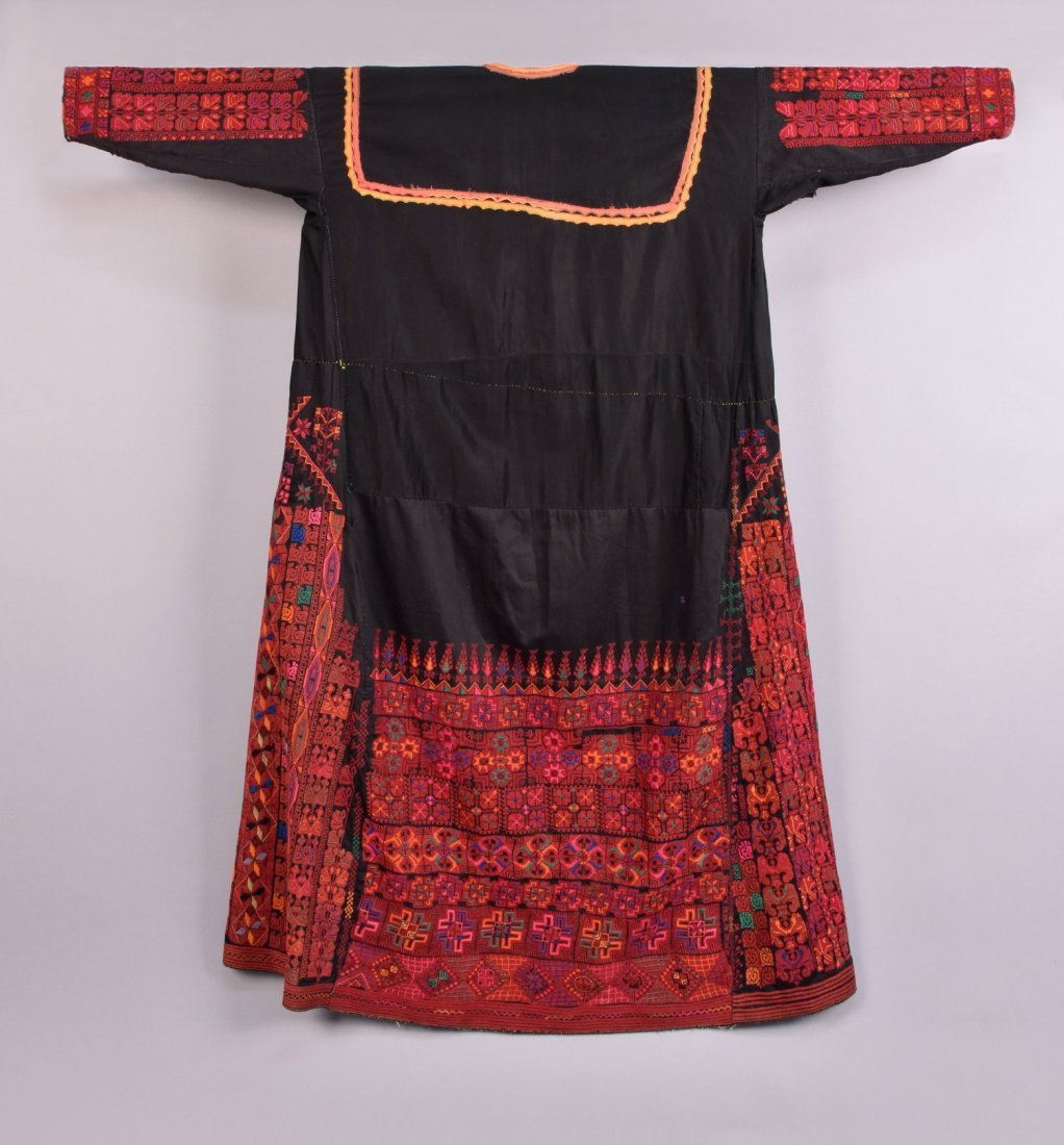 PALESTINIAN EMBROIDERED CAFTAN, MID 20th C. - 4