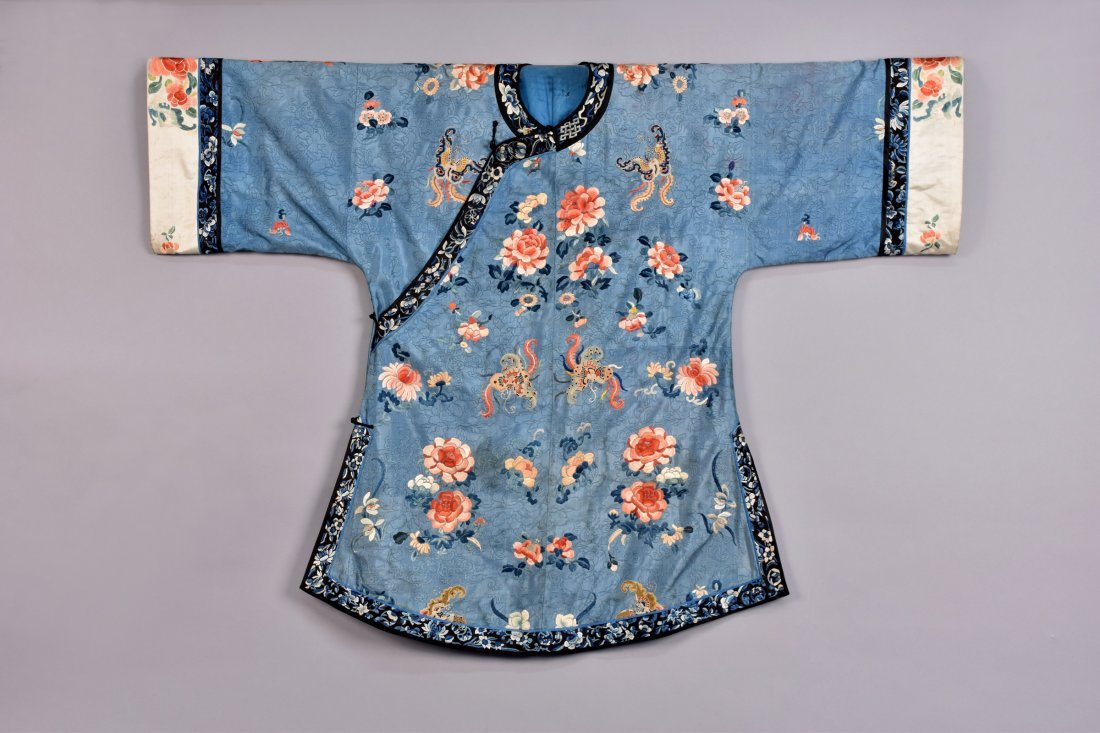 CHINESE SILK EMBROIDERED ROBE, EARLY 20th C.