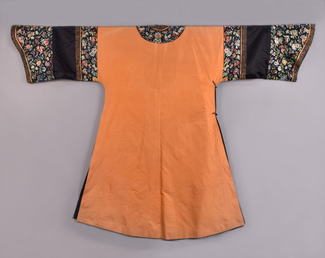CHINESE  SILK EMBROIDERED ROBE, EARLY 20th C. - 5