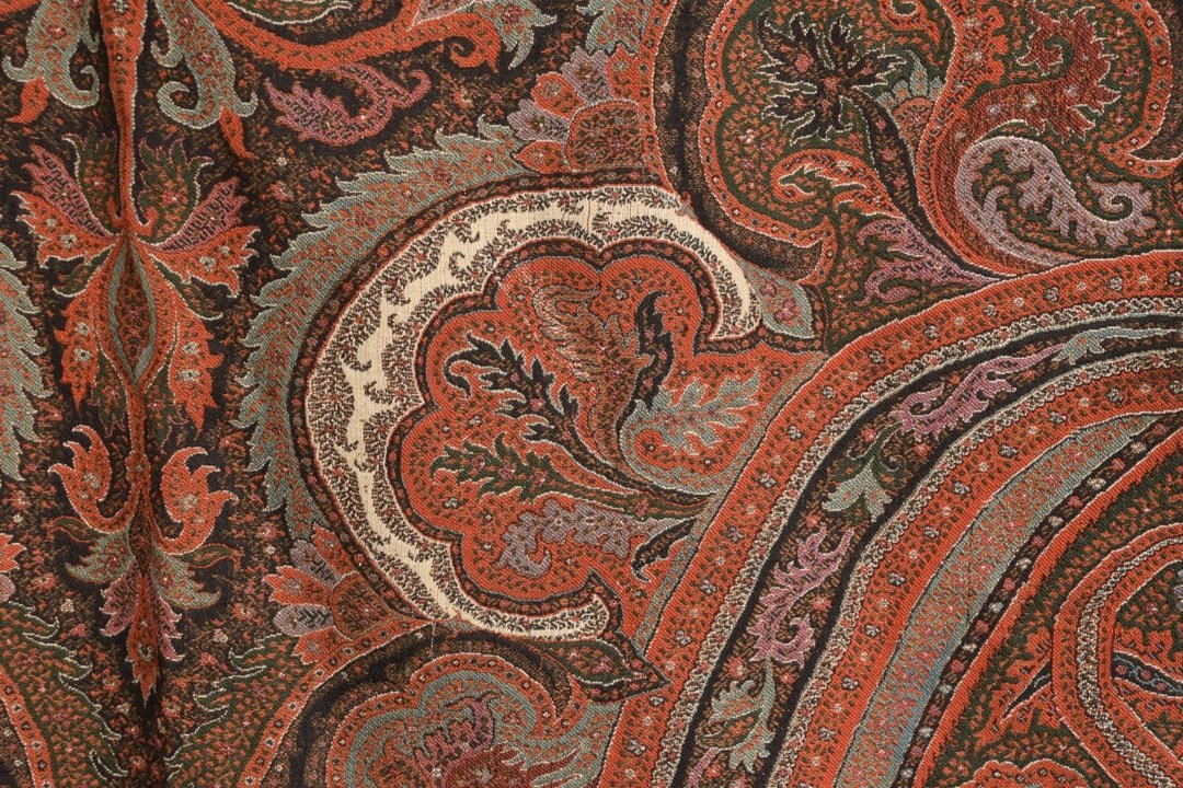 WOOL PAISLEY SHAWL, 19th - EARLY 20th C. - 3