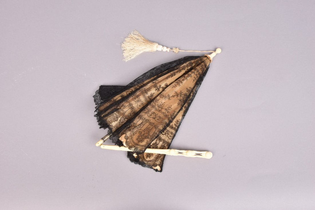 LACE CARRIAGE PARASOL with CARVED IVORY HANDLE, 19th C - 2