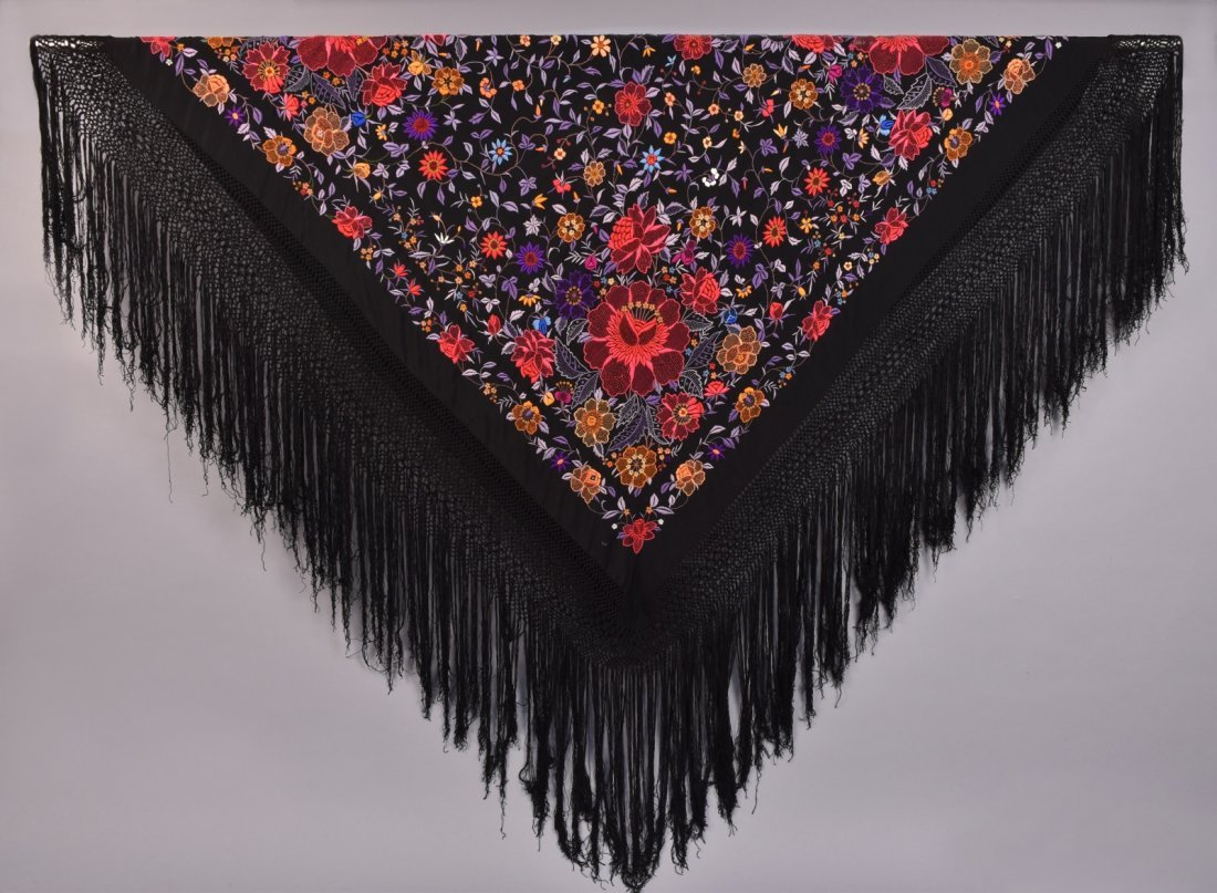 UNUSUAL CHINESE EXPORT SILK EMBROIDERED SHAWL, c. 1920