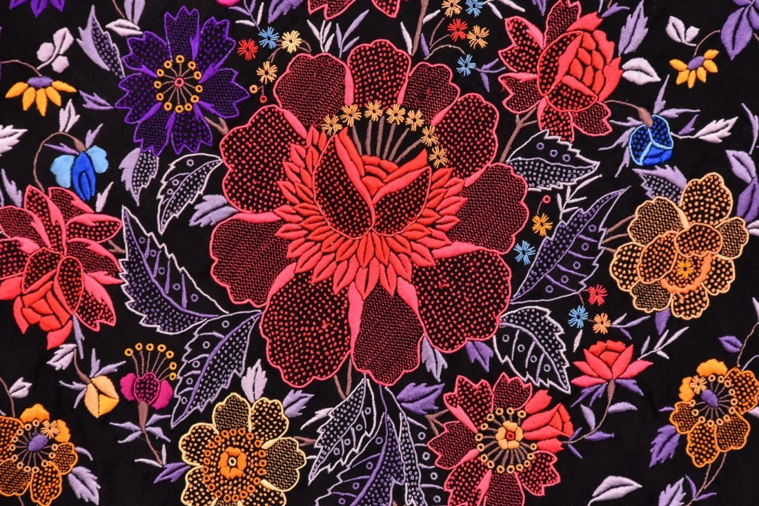 UNUSUAL CHINESE EXPORT SILK EMBROIDERED SHAWL, c. 1920 - 2