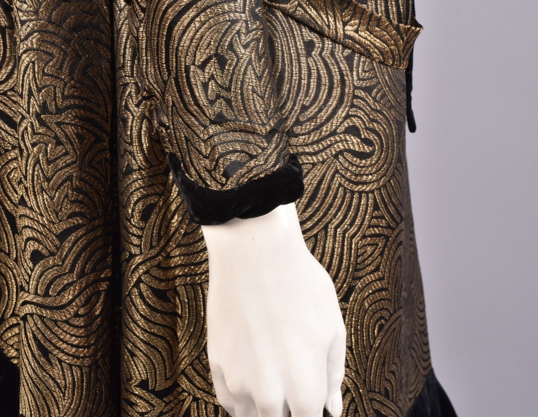 VELVET and GOLD LAME DINNER DRESS, 1920s. - 3