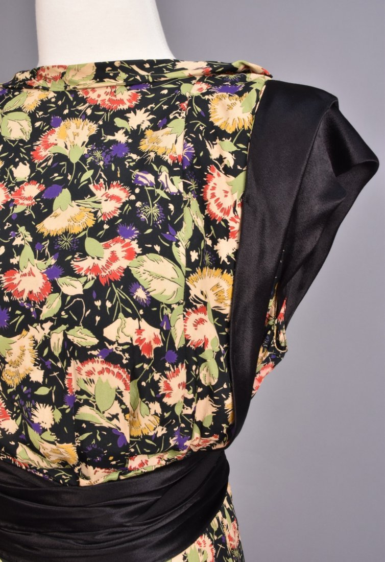 FLORAL PRINTED SILK GOWN, 1940s - 3