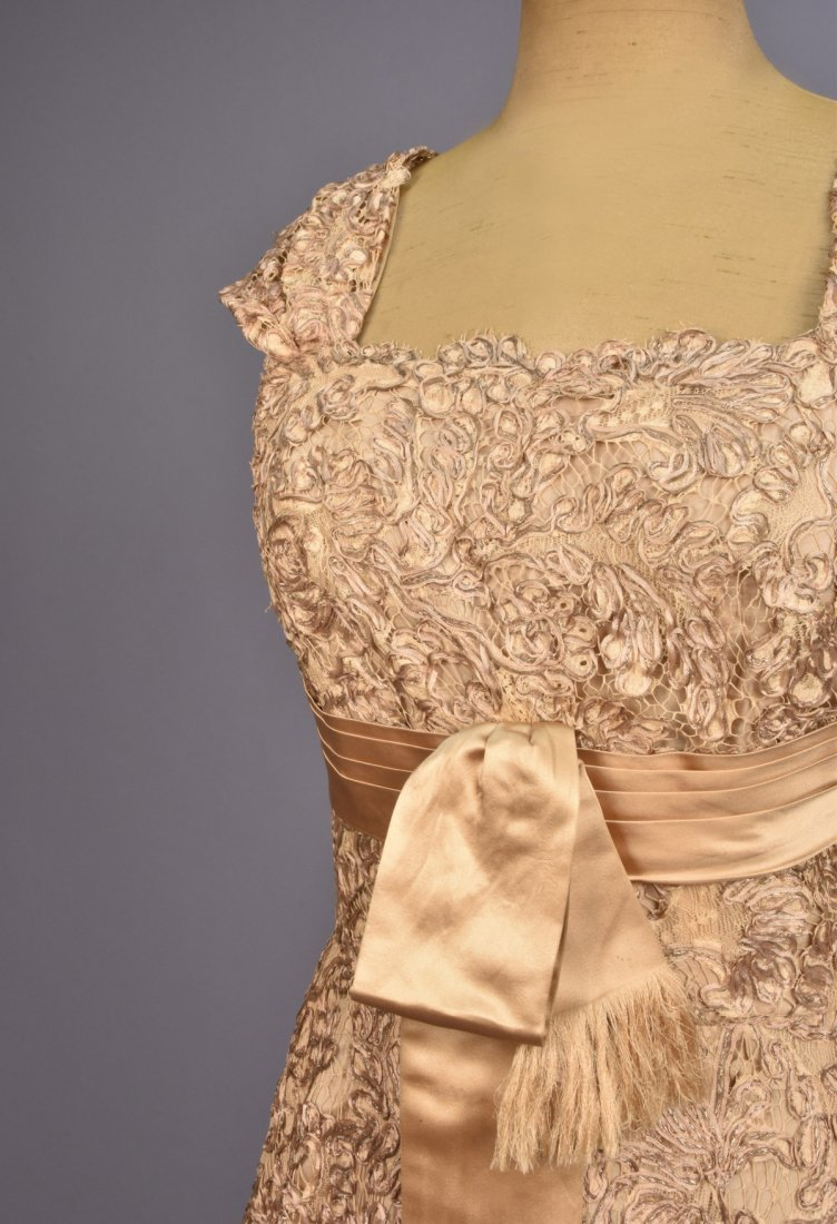 GALANOS GOLD SILK and LACE BALLGOWN, 1950s. - 3