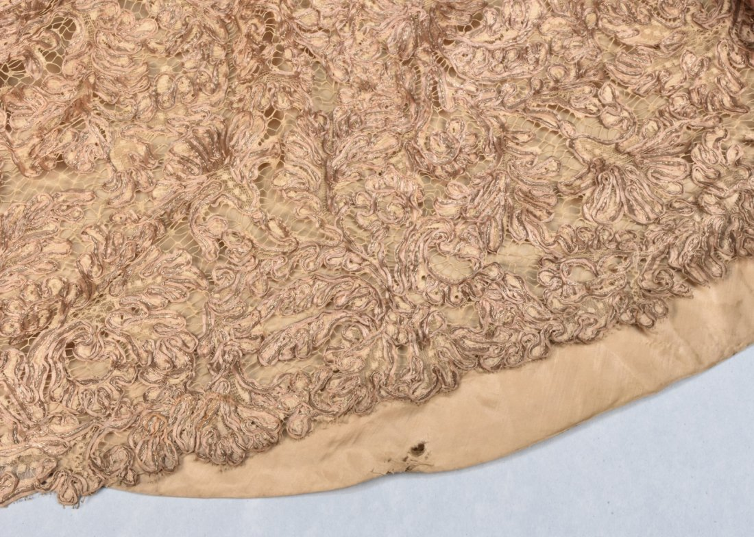 GALANOS GOLD SILK and LACE BALLGOWN, 1950s. - 4
