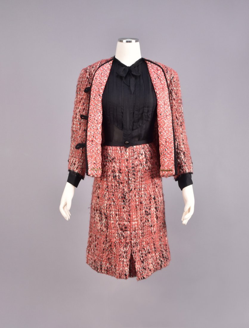 CHANEL DEMI-COUTURE 3-PIECE TWEED SKIRT SUIT, 1965. - 2