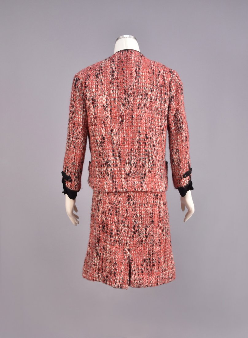 CHANEL DEMI-COUTURE 3-PIECE TWEED SKIRT SUIT, 1965. - 3