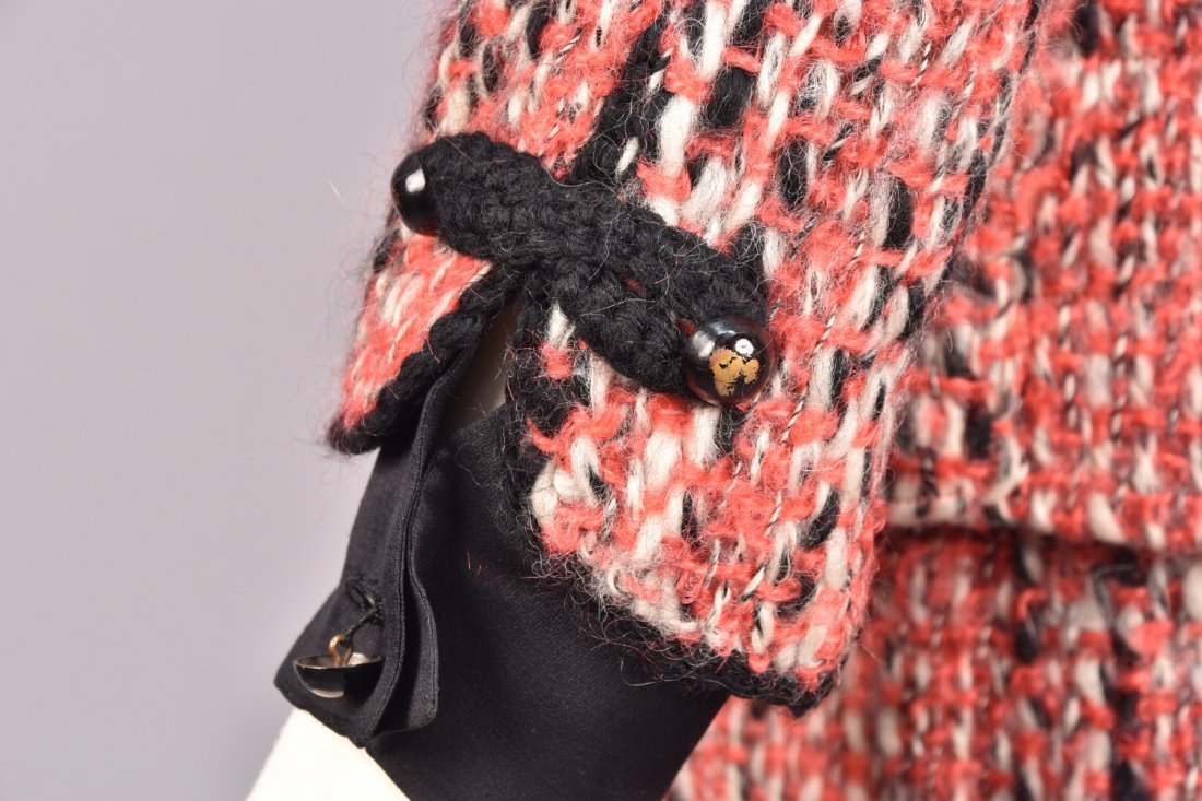 CHANEL DEMI-COUTURE 3-PIECE TWEED SKIRT SUIT, 1965. - 4