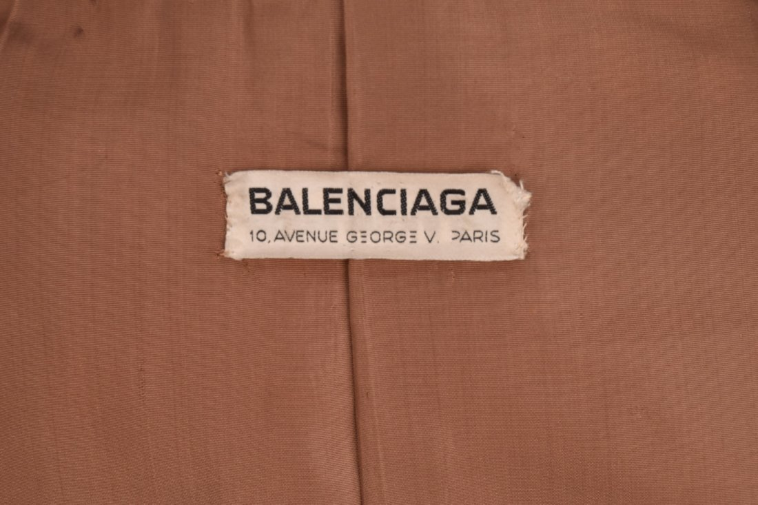 BALENCIAGA BROWN MOHAIR COAT, 1960s. - 5