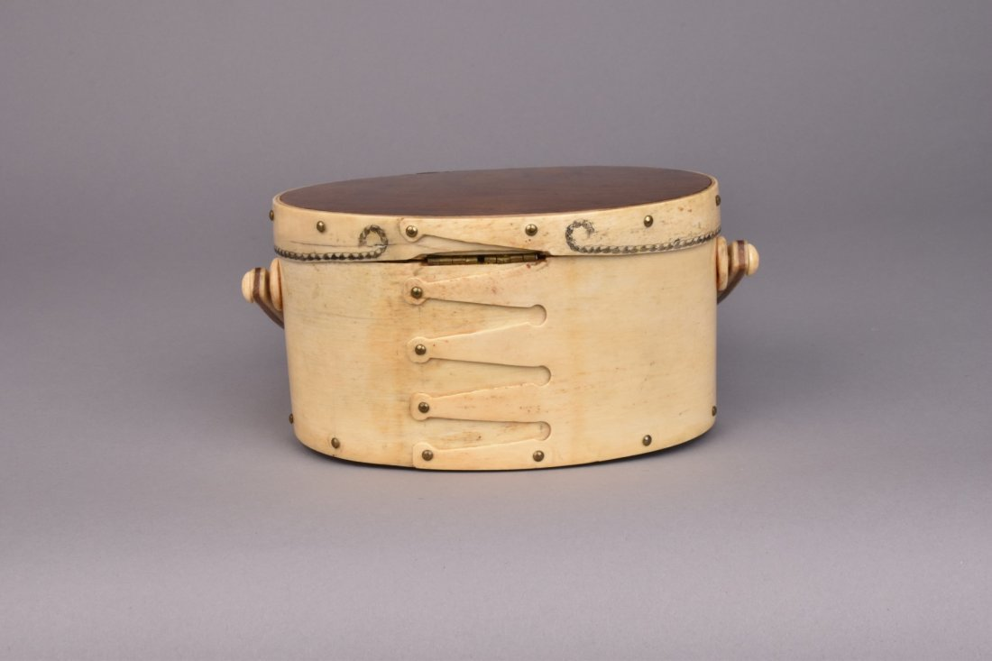 NANTUCKET SCRIMSHAW DITTY BOX, c. 1970 - 4