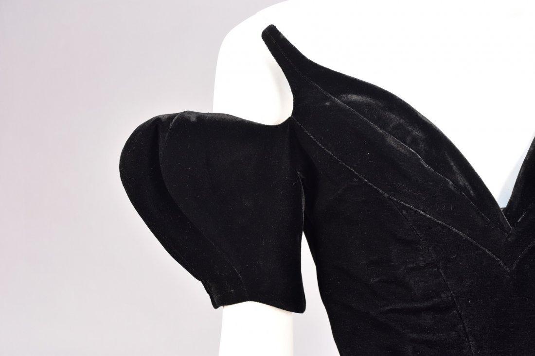 THIERRY MUGLER VELVET COCKTAIL DRESS, 1980s. - 3