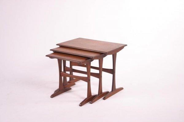 23: Mid Century Modern Nesting tables, set of 3, 1950