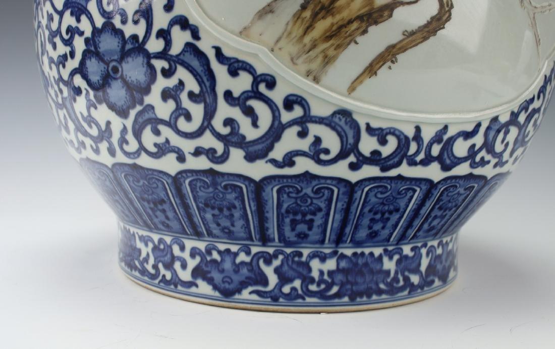 LARGE BLUE AND WHITE HUNDRED DEER VASE - 9