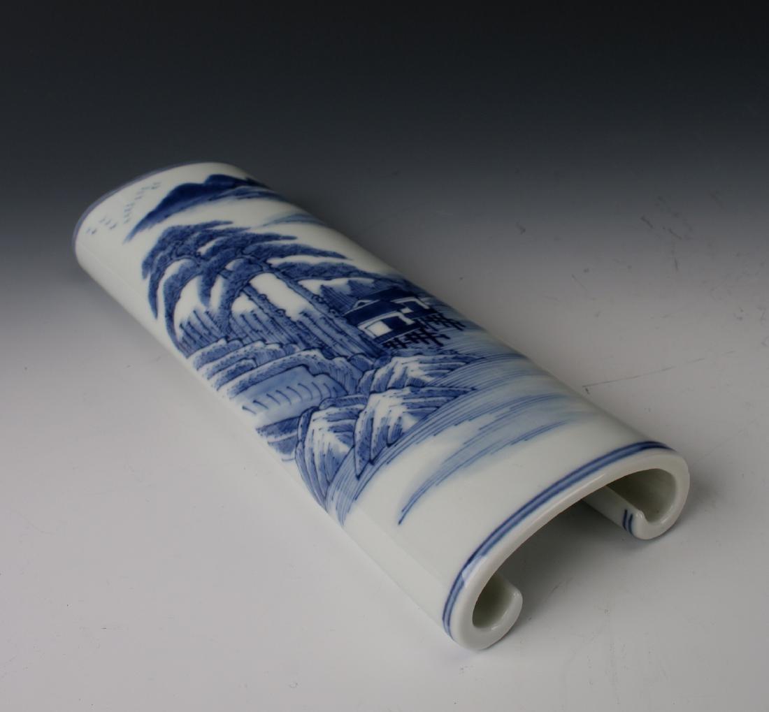 BLUE & WHITE WRIST REST