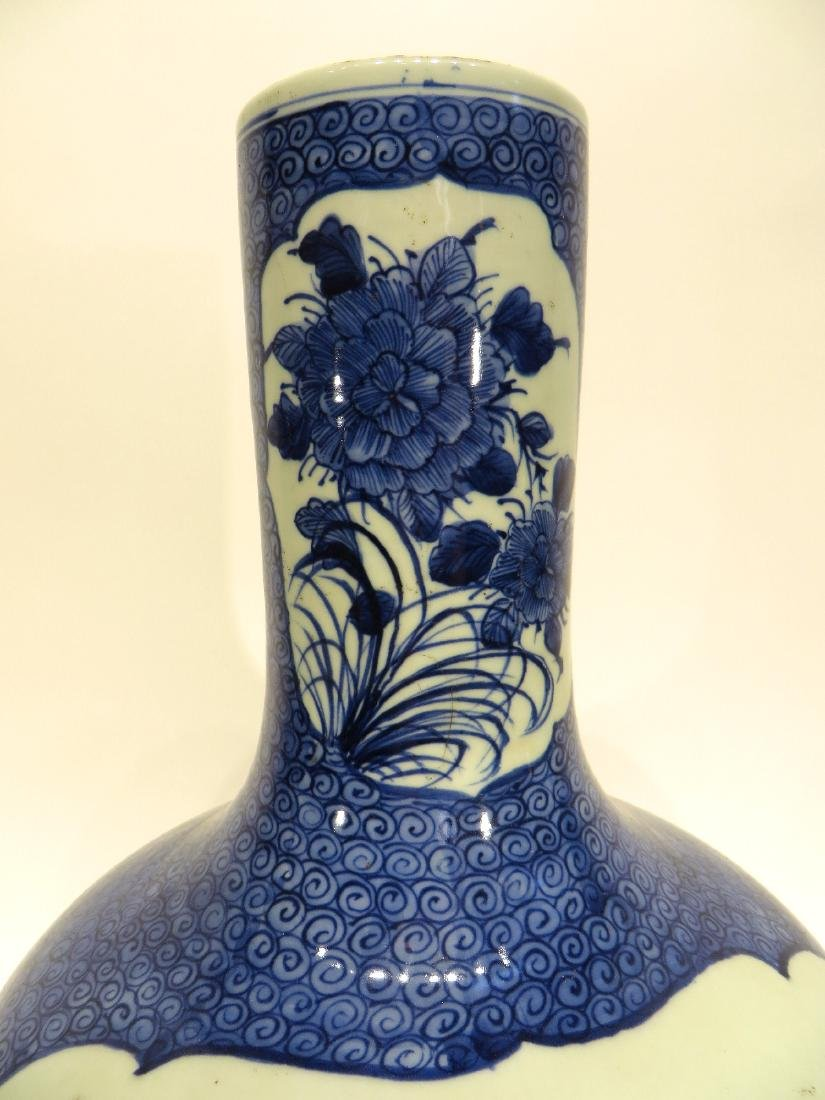 LARGE BLUE & WHITE VASE - 3
