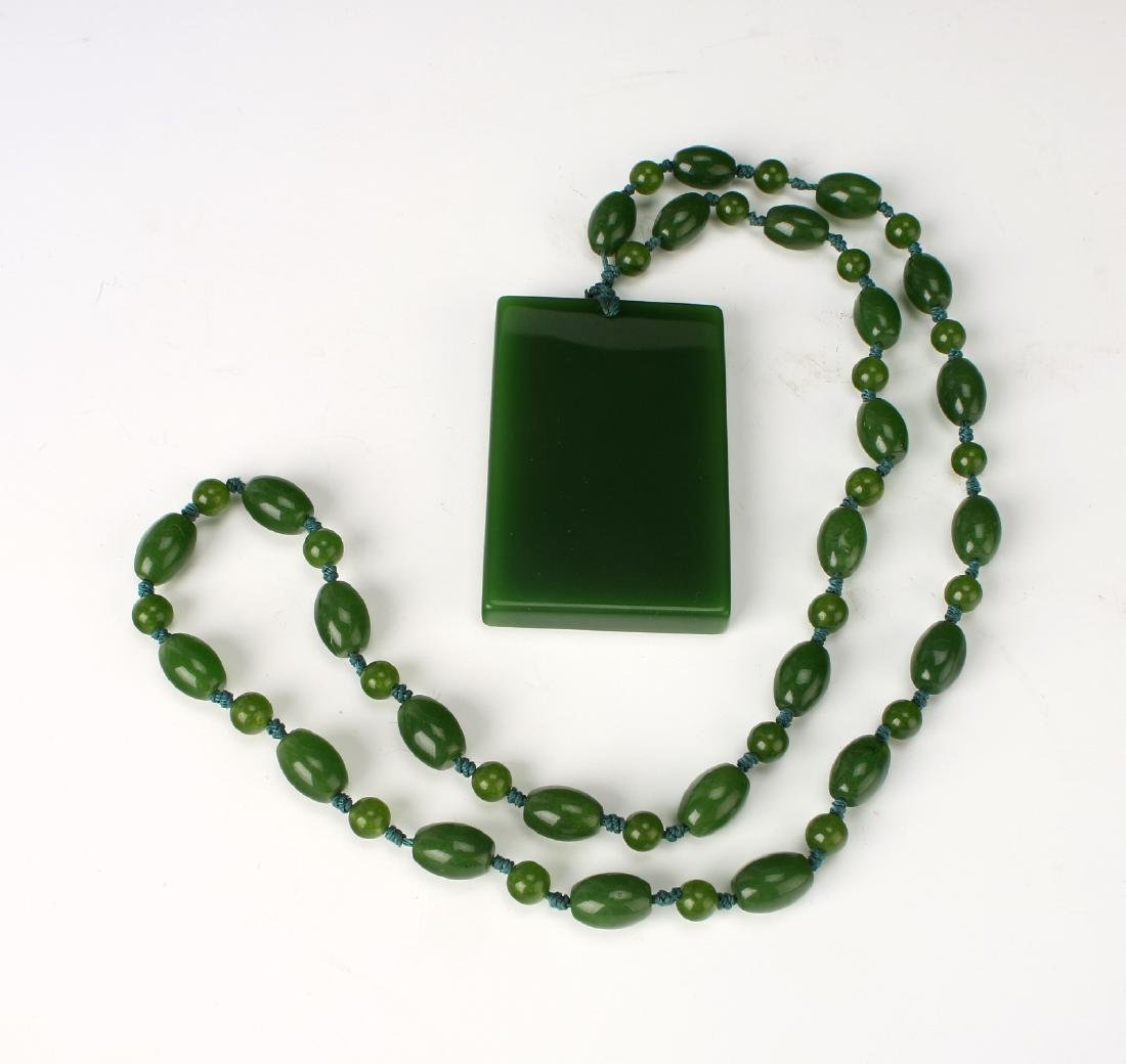 GREEN JADE PENDANT NECKLACE